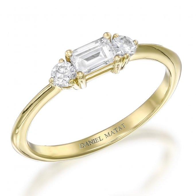 טבעת אמרלד שלושה יהלומים