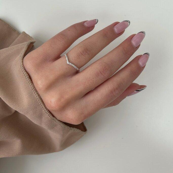 טבעת חצי נישואין יהלומים וי אמילי - Emily