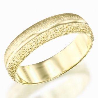 טבעת נישואין פס באמצע מט נצנץ