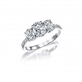 טבעת שלושה יהלומים אובלי